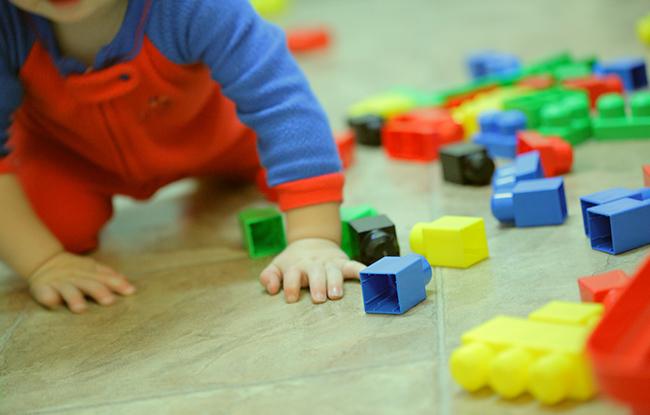 Kisgyermekgondozó, -nevelő OKJ Képzés-OKJ Tanfolyam